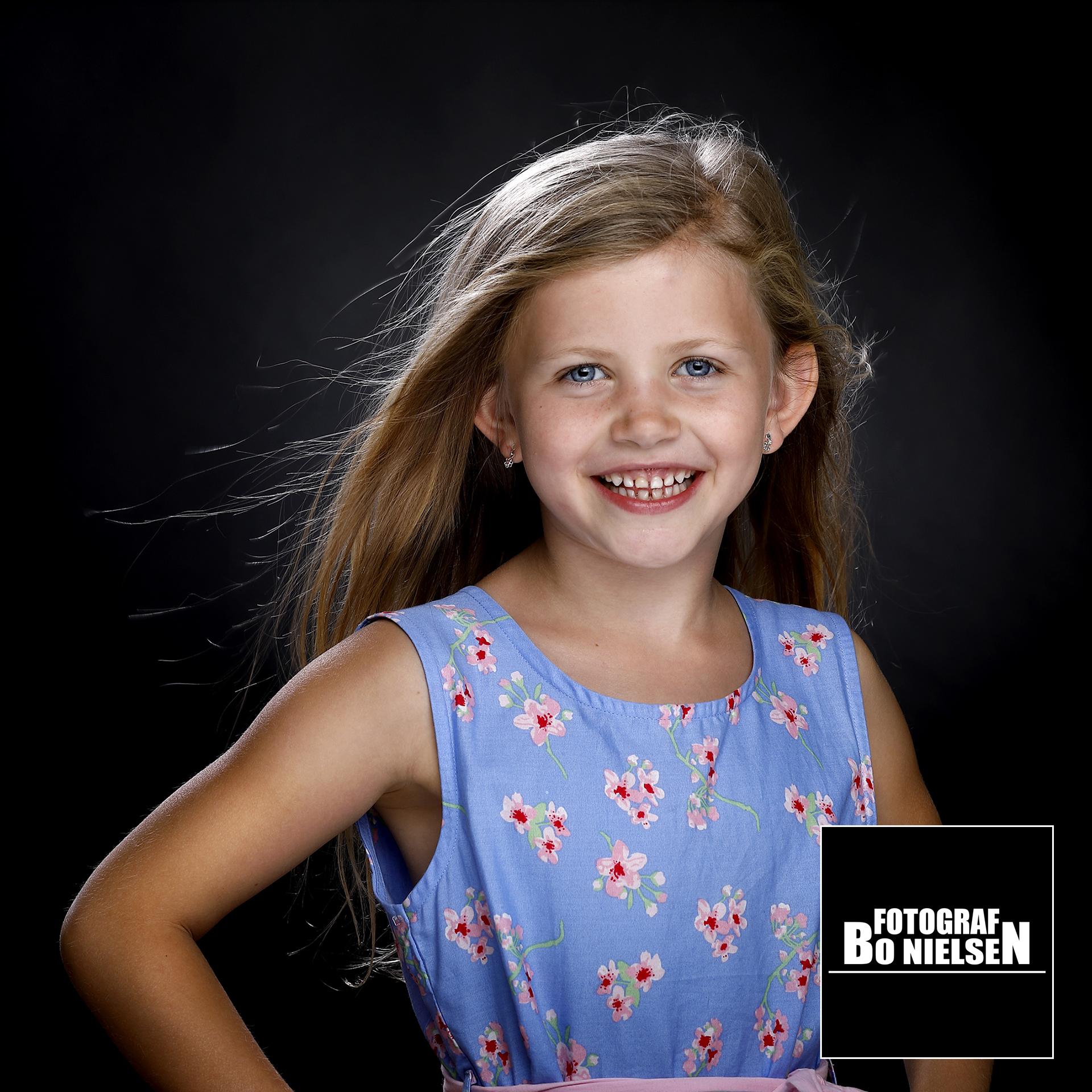 7 års billede, Charmetrold fotografering af Maliah. Fotograf Kolding, fotograferet af Fotograf Bo Nielsen i Kolding