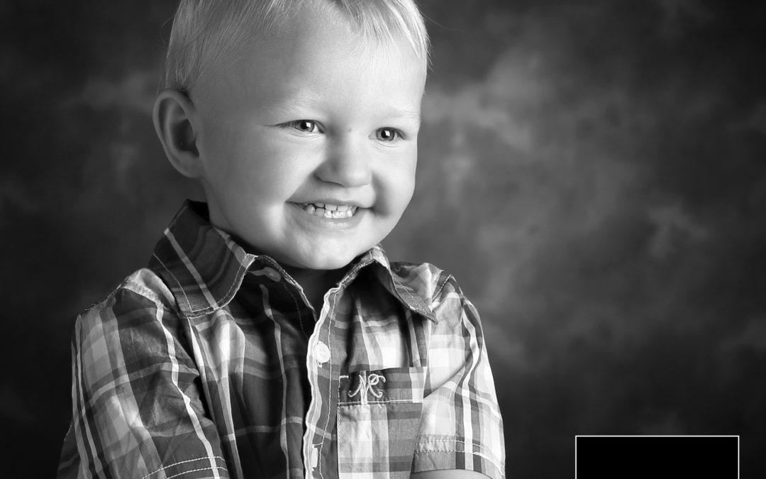 2 års billede, Charmetrold fotografering. Fotograf Kolding, fotograferet af Fotograf Bo Nielsen i Kolding