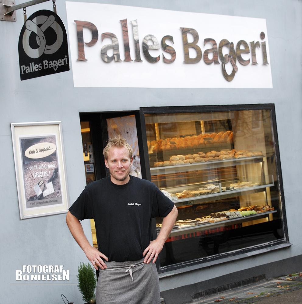 Professionel fotografering til erhvervs portræt af Palles Bageri i Vejle, fotograferet onlocation, fotograf Kolding, personale billeder fotograferet af Fotograf Bo Nielsen